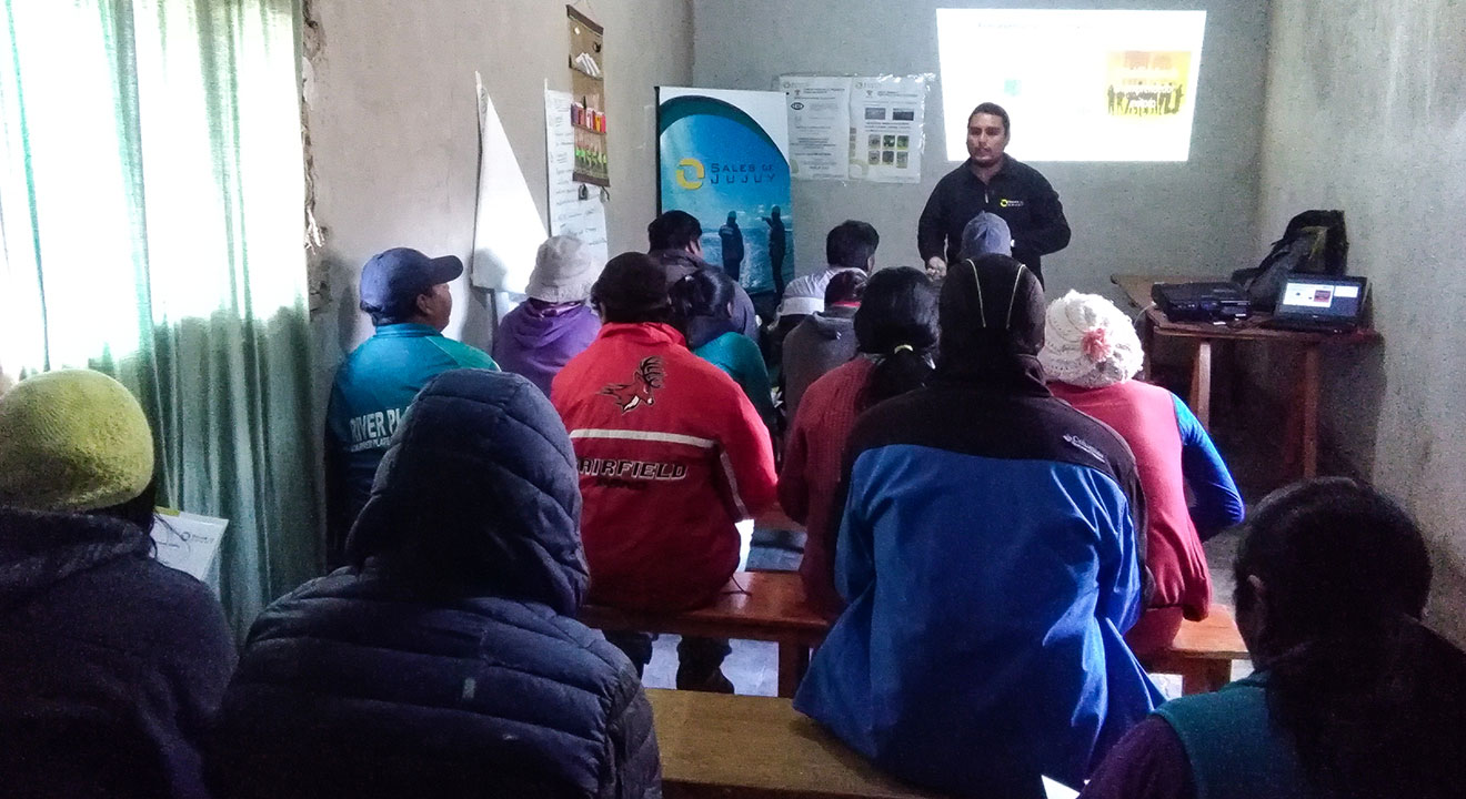 Sales de Jujuy employees meeting with recipients of Community Micro-credits